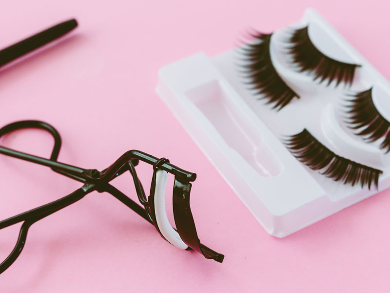 The Risks of Wearing False Eyelashes